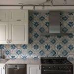 Portugese tegels gebruikt als achterwand in keuken