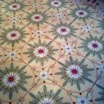 Mooie Portugese cementtegels met roze bloem