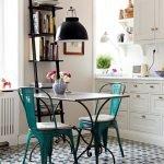 keuken met oude vloertegels