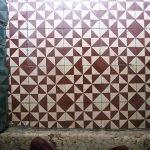 Portugese cementtegels tegen muur