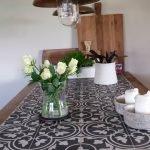 tafel met Portugese tegels