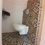 Portugese tegels LILYZ BLACK toilet achterwand