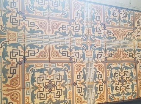 antieke tegelvloer raster