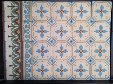 oude vloertegels met bloem motief