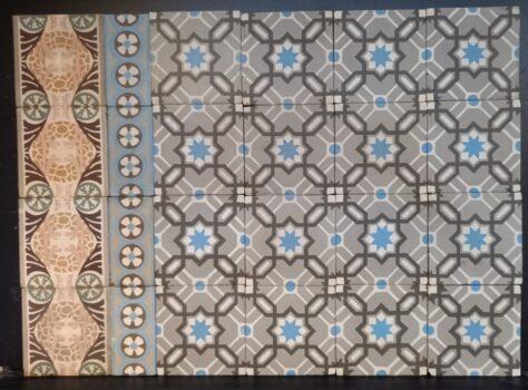 oude tegelvloer blauw