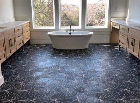 Portugese cementtegels in je badkamer gaan leggen Hexa Stripez 02 zwart grijs
